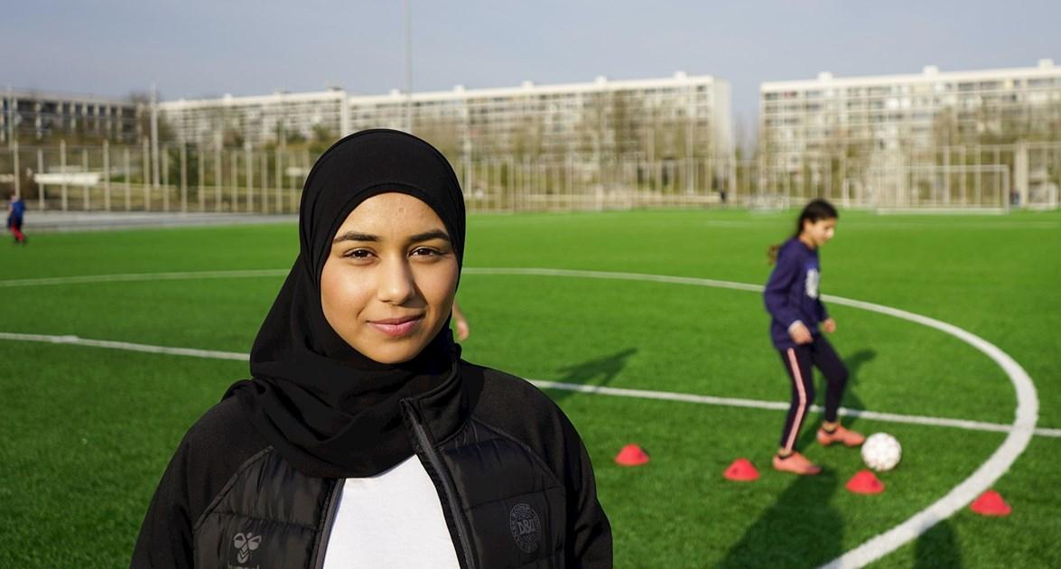 Pigefodbolden blomstrer mellem blokkene